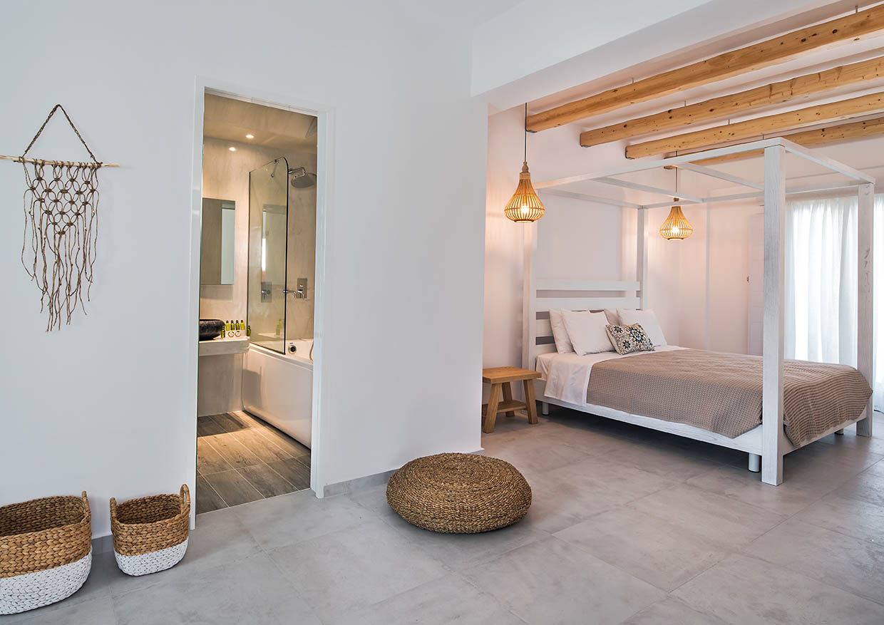 Honeymoon Suite with Jetted Hot Tub – Casa Vitae Suites